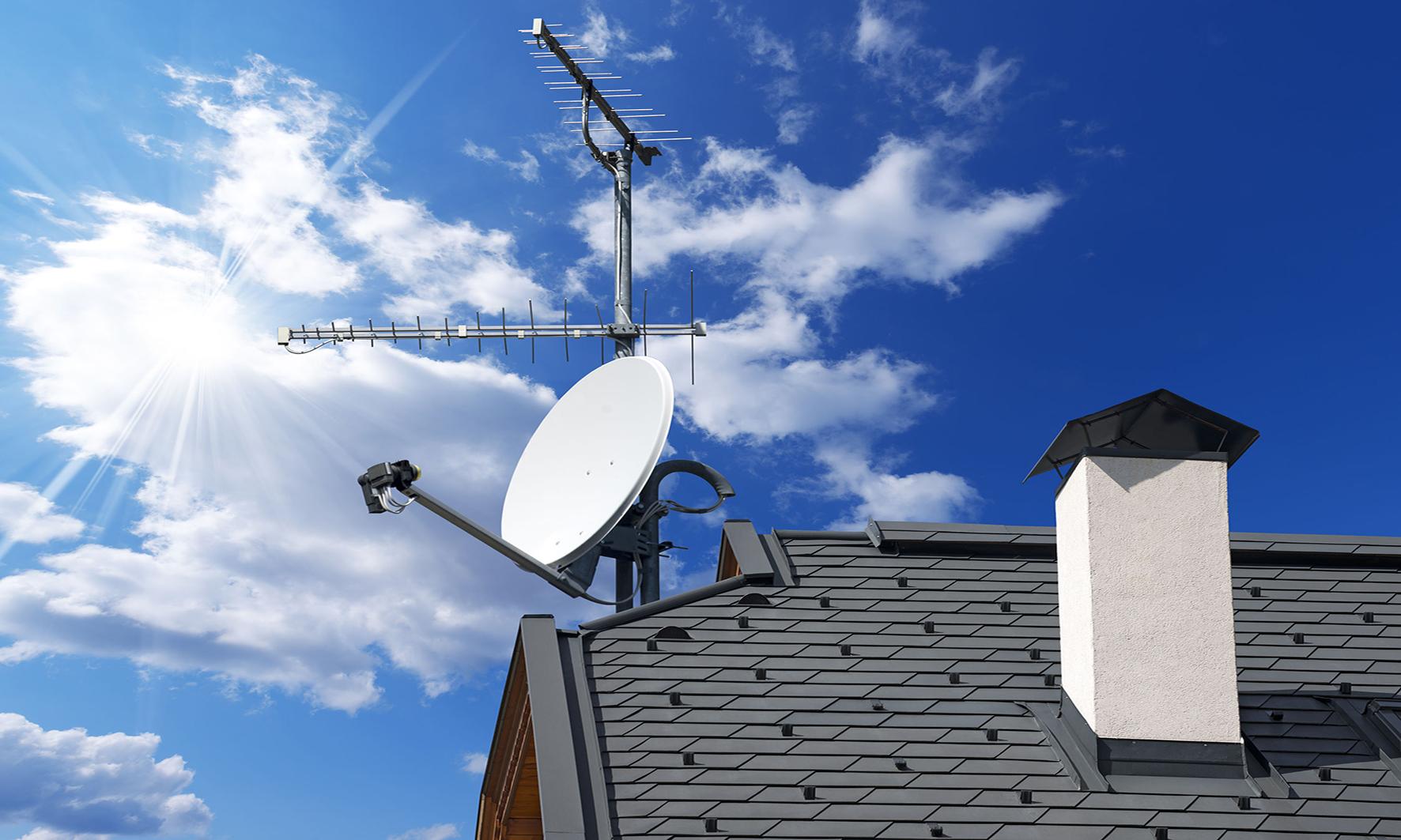 Installation antenne parabole sur le toit